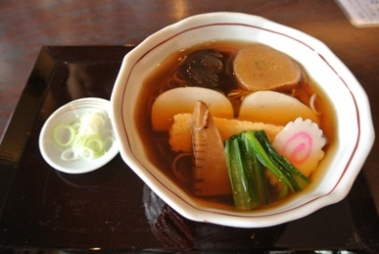 pic Hot Soba with Fish Cakes